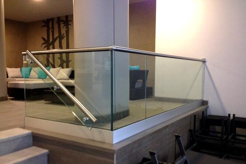 balustrada de sticla cu profil de aluminiu
