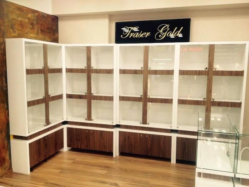 vitrine din sticla pentru prezentare produse in spatii comerciale