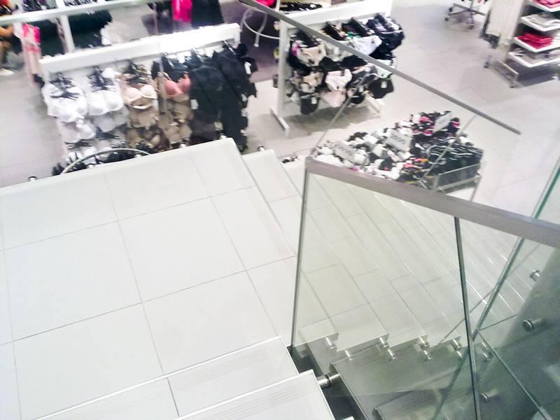 balustrada de sticla cu profil aluminiu