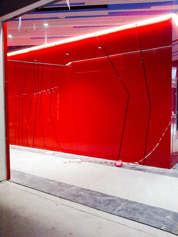 placare cu sticla colorata perete si tavan