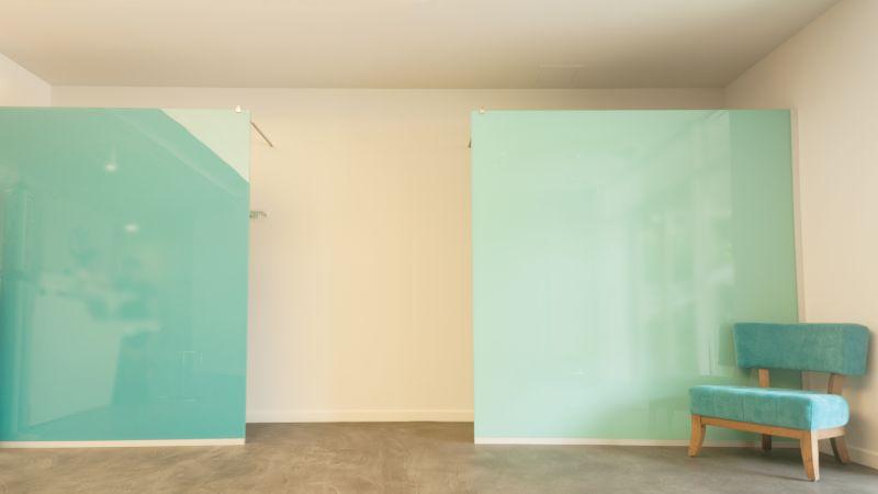 Paravane simetrice din sticla securizata colorata